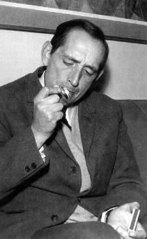 delibes_fumando